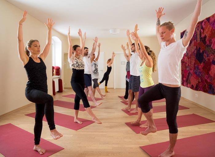 Yoga im Therapiezentrum beim Schloss